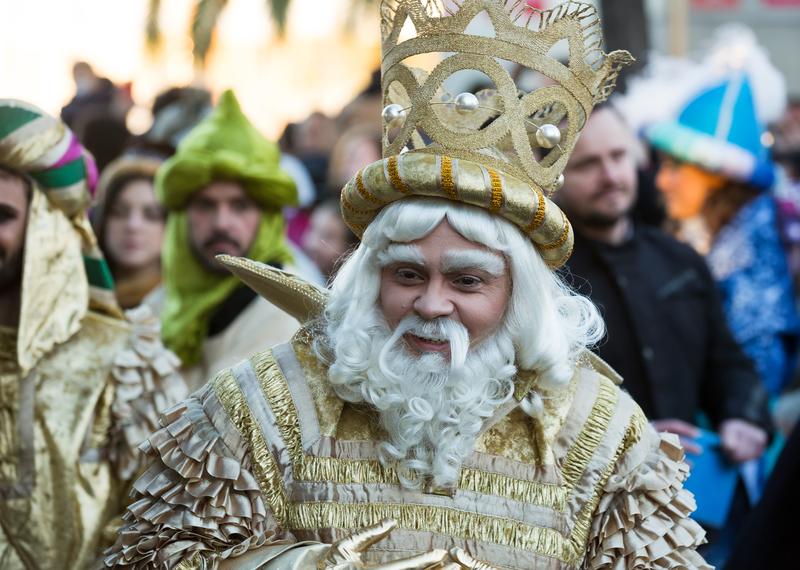 Ulicami 752 miejscowości w Polsce przejdą w najbliższą niedzielę barwne pochody Orszaków Trzech Króli