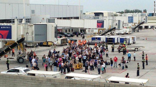 Pięć osób zabitych, trzynaście rannych po strzelaninie na lotnisku Fort Lauderdale