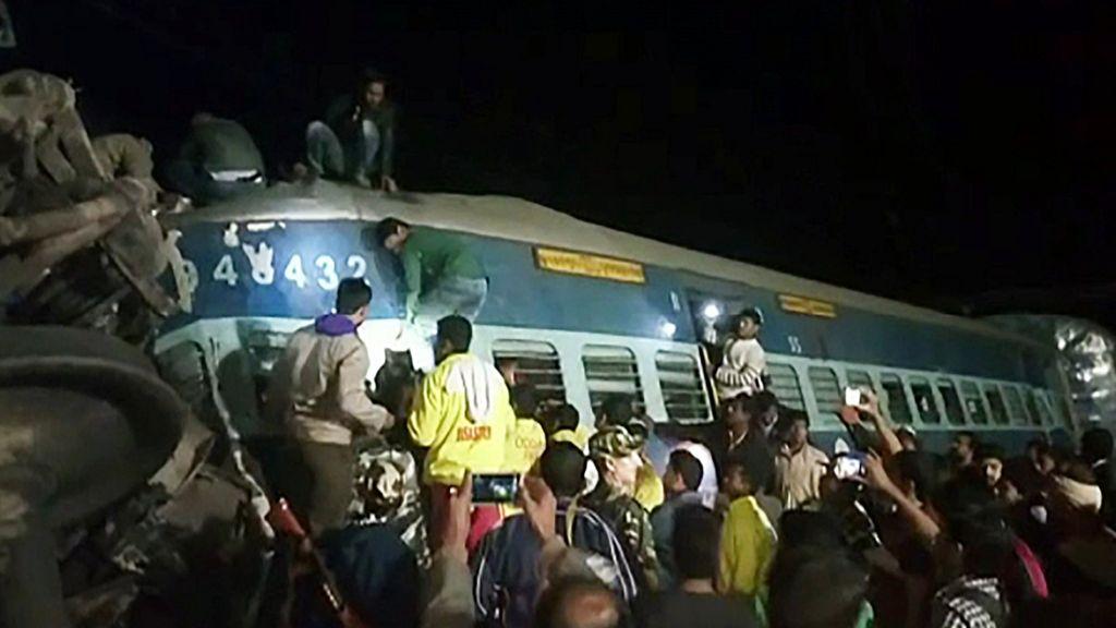 Indie: Ludzie stratowali się na stacji kolejowej w Bombaju. Nie żyje ponad 20 osób