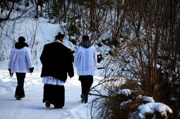 Czy księża powinni brać pieniądze podczas kolędy? Zobacz wyniki sondy