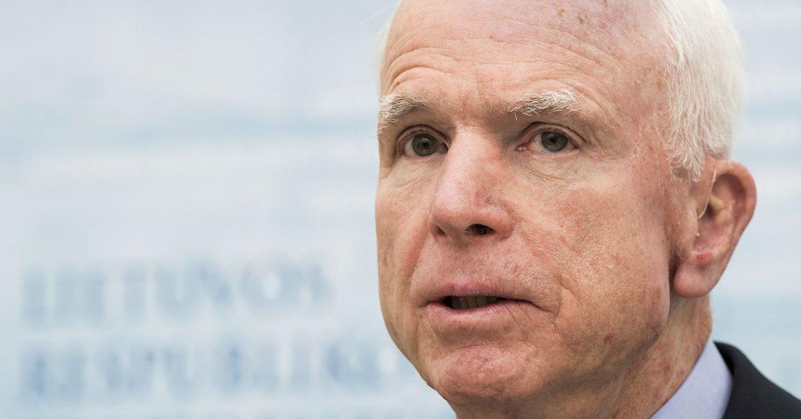 Amerykański senator John McCain jest z wizytą w Gruzji