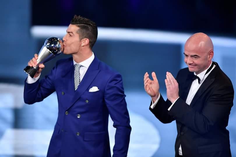 Cristiano Ronaldo piłkarzem 2016 roku! Nagrody FIFA wręczone