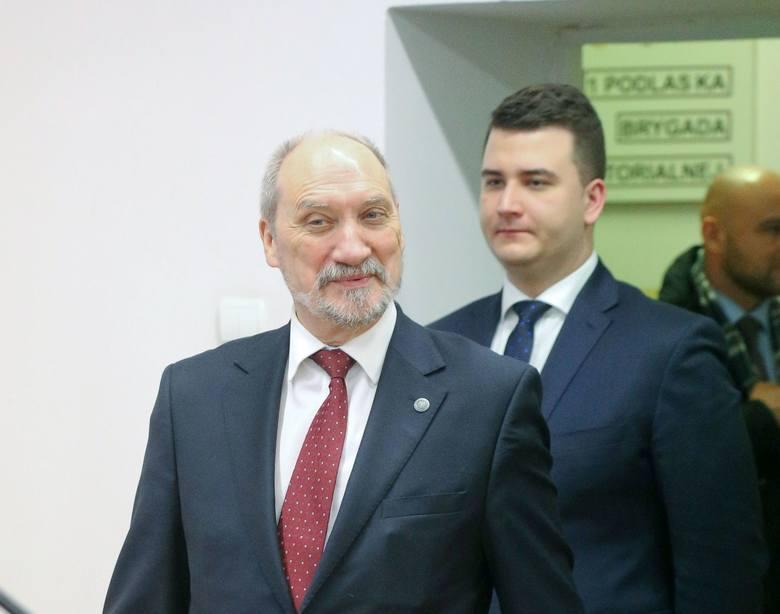 """""""Macierewicz musi wiedzieć, co robi pan Misiewicz"""". Prokurator chce przesłuchać ministra"""