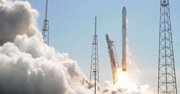 USA: Rakieta Falcon 9 z polską aparaturą poleciała w kosmos