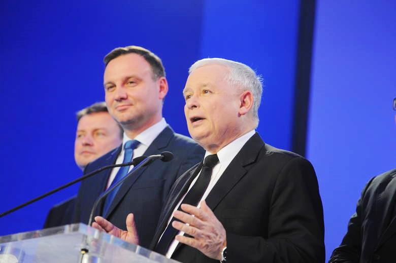 Andrzej Duda wygrywa z Jarosławem Kaczyńskim jako kandydat w wyborach prezydenckich. Dziwny sondaż…?