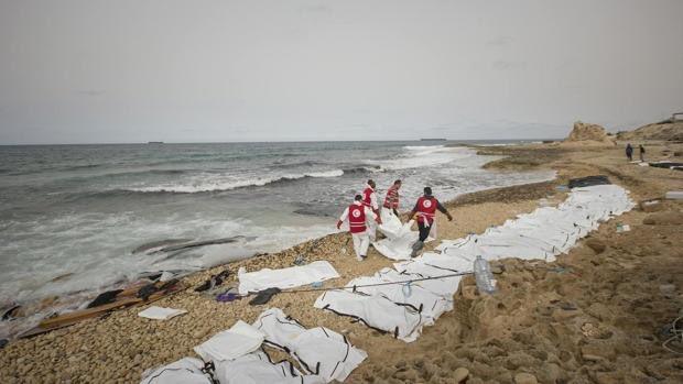 Ponad siedemdziesiąt ciał migrantów znaleziono na wybrzeżu Libii
