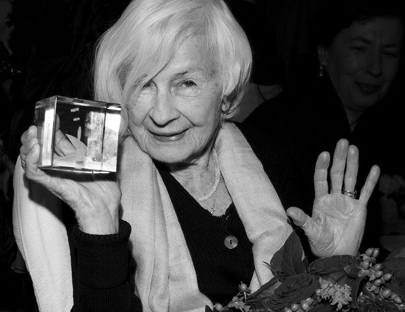 Dziś i jutro księga kondolencyjna poświęcona pamięci Danuty Szaflarskiej