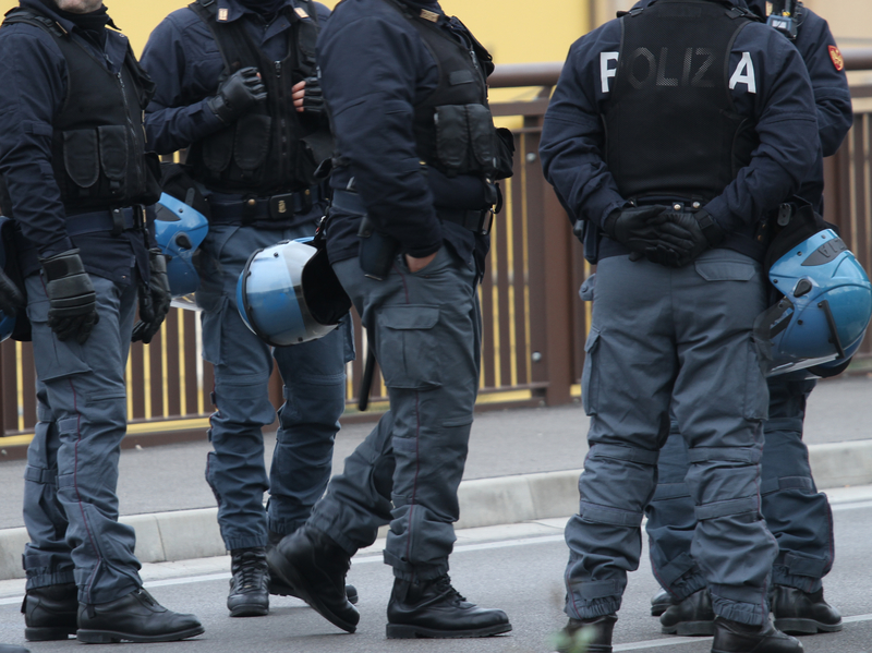 Włochy: Aresztowano ponad 100 gangsterów kamorry, w tym wiele kobiet