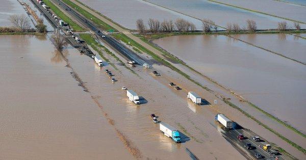 Opady w Kalifornii – władze zarządziły ewakuację