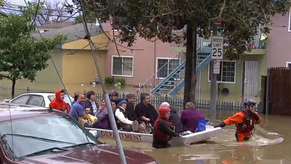 Ulewy w Kalifornii – ewakuowano setki osób