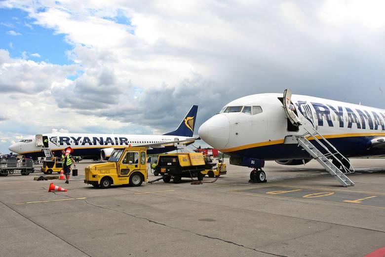 Ryanair zapowiada zwolnienia w Irlandii, stawia na Polskę