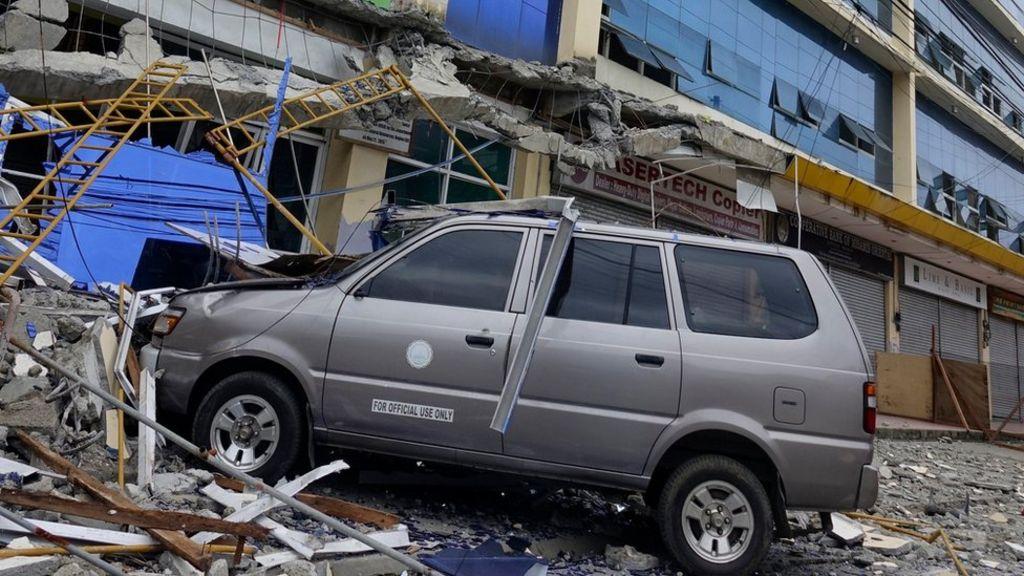 21 ofiar śmiertelnych trzęsień ziemi na Filipinach