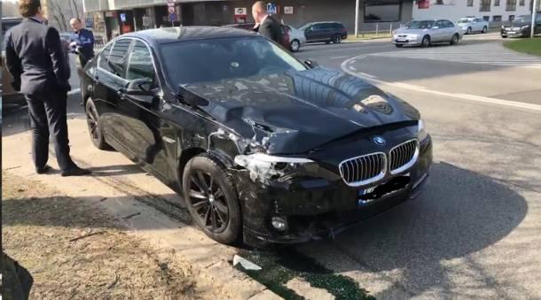 Kolejny wypadek rządowej limuzyny. Samochód MON zderzył się z Volvo