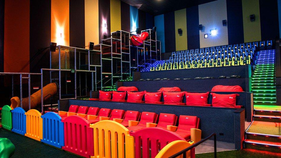 Koszmar dla kinomanów. W salach kinowych pojawią się place zabaw dla dzieci