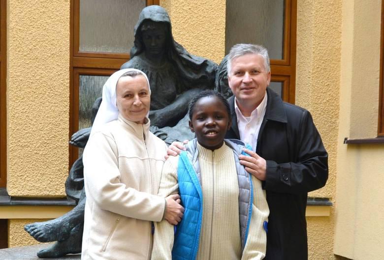 Dziewczynka z Kamerunu chodzi dzięki pomocy kielczan!
