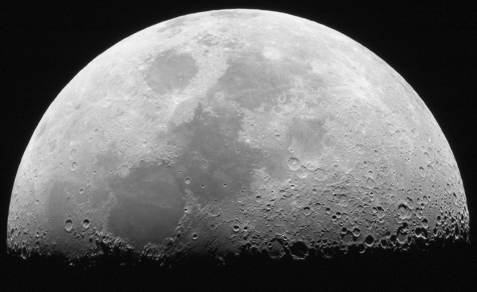Chiński pojazd wylądował na niewidocznej z Ziemi półkuli Księżyca