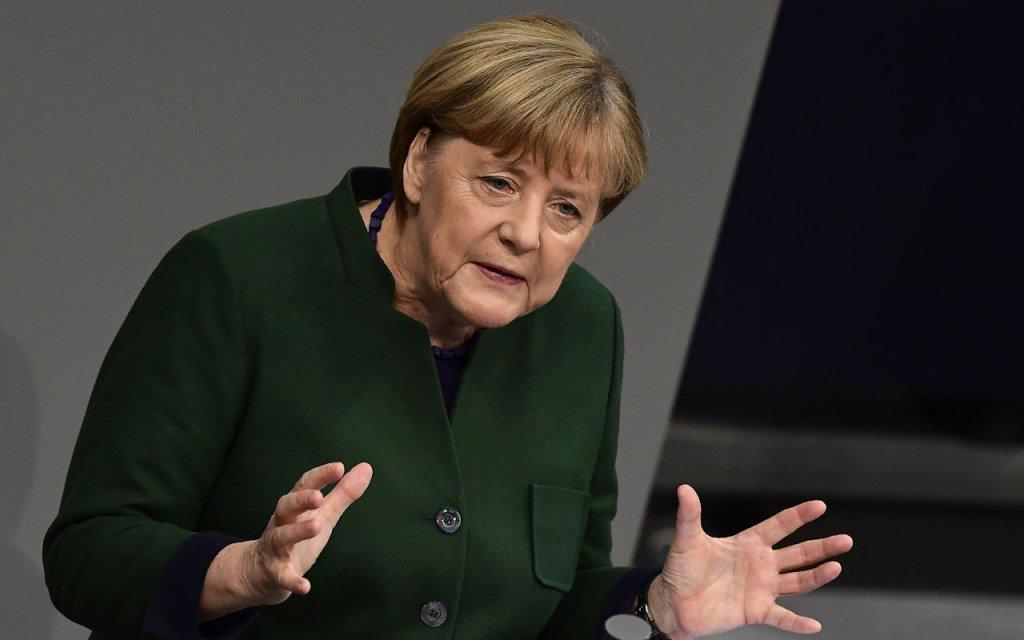 Niemcy: Merkel mimo krytyki chce być kanclerz i szefową CDU