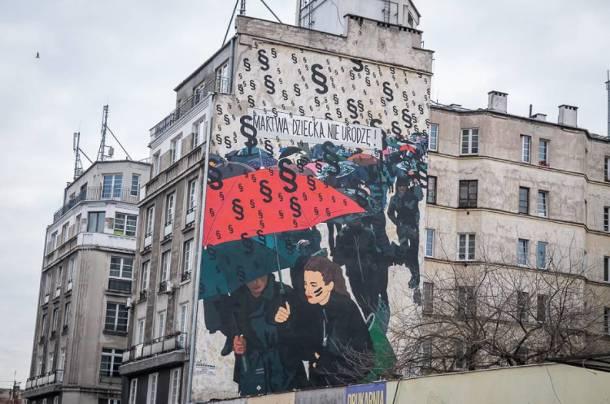 """Mural """"Czarnego Protestu"""" w Warszawie zamalowany!"""