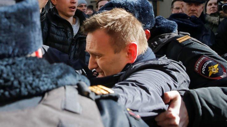 Rosyjskie służby zatrzymują zwolenników lidera opozycji Aleksieja Nawalnego
