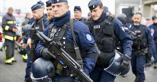 """""""Przestańcie nas pilnować, powieście się"""". We Francji śledztwo w sprawie okrzyków """"żółtych kamizelek"""" pod adresem policji"""