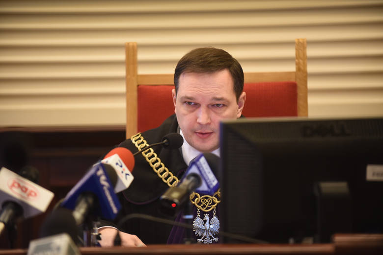 Przed łódzkim sądem stanęli dwaj mężczyźni, którzy chcieli wyłudzić ponad 160 mln zł zwrotu podatku VAT