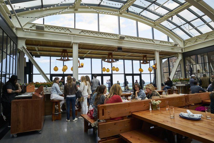 Jeden z najlepszych barów z tarasem widokowym w USA jest w Chicago
