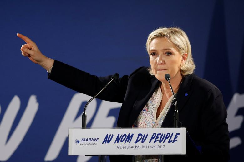 Le Pen chce wstrzymania imigracji. Melenchon czarnym koniem wyborów?