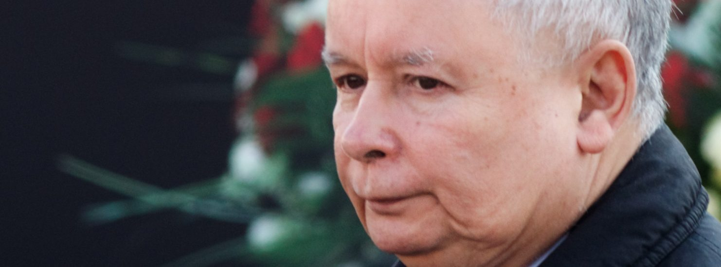 Jarosław Kaczyński musi chodzić o kulach. Stan zdrowia prezesa PiS pogarsza się