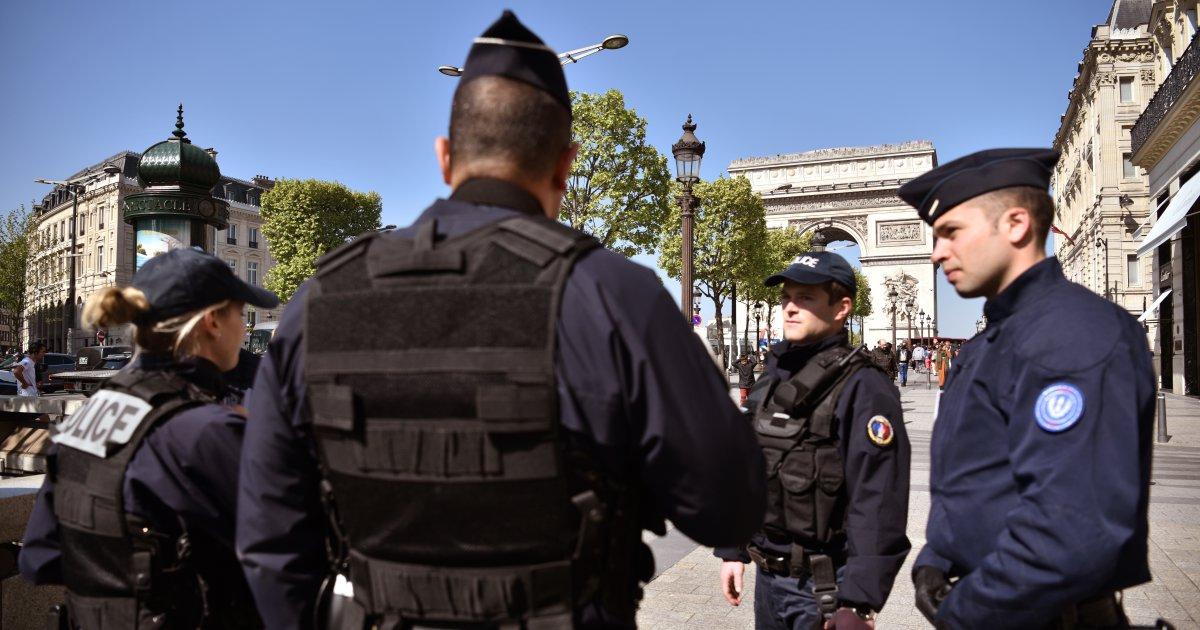 Poszukiwany po ataku w Paryżu zgłosił się na komisariat w Antwerpii