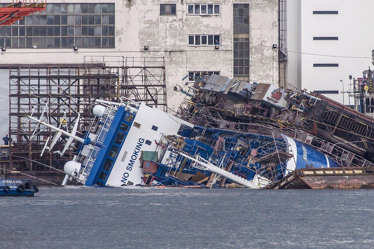 Wypadek w gdyńskiej stoczni Nauta – przewrócił się dok z remontowanym statkiem