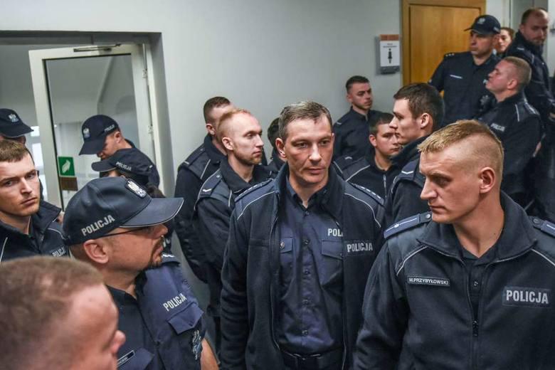 Policjantka skazana za składanie fałszywych zeznań. Wspierają ją koledzy z całej Polski