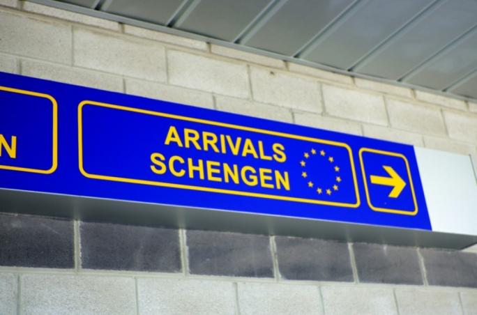 Kontrole na granicach w strefie Schengen przedłużone o pół roku