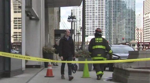 Rozbite szyby i spadajace kawałki murów, wietrzny czwartek w Chicago