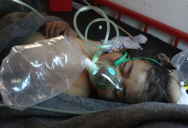 Kraje Zachodu potępiają atak gazowy w syryjskiej Dumie. Większość ofiar śmiertelnych to kobiety i dzieci
