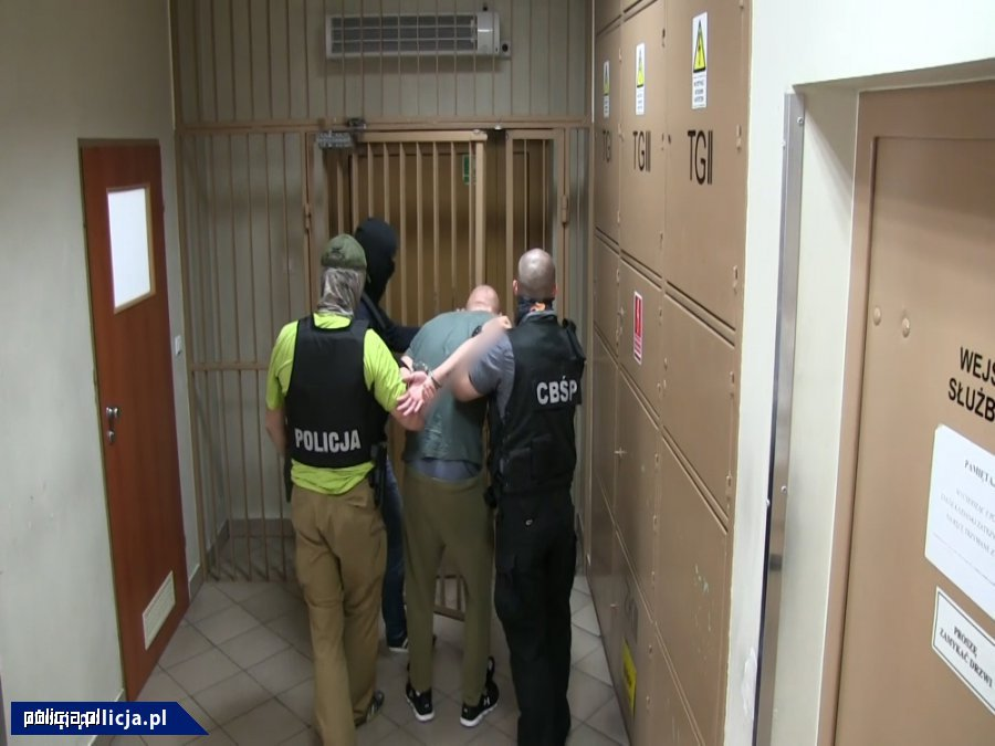 Zabezpieczyli narkotyki warte 350 tys. złotych i broń