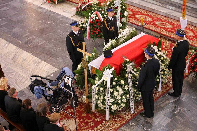 Białystok: Pogrzeb strażaków, którzy zginęli w pożarze