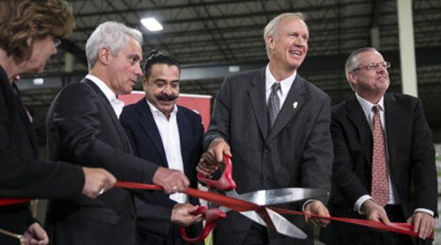 Gubernator Rauner i burmistrz Emanuel wzięli udział w otwarciu fabryki na południu Chicago