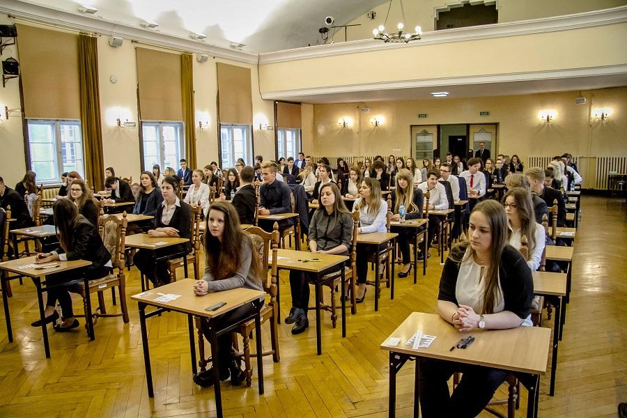 Złoszenia o podłożonych ładunkach wybuchowych w 122 szkołach