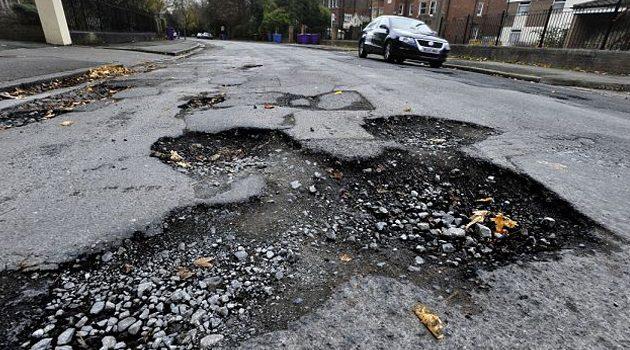 Wpadłeś w dziurę na drodze? Chicago zwróci ci pieniądze za naprawę samochodu