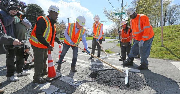 Trwa wielkie łatanie dziur na drogach w Seattle