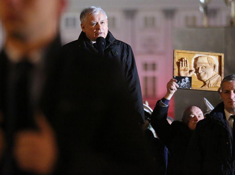 Kaczyński w 94. miesięcznicę smoleńską: Dziś mamy czas, w którym trzeba bronić godności Polski