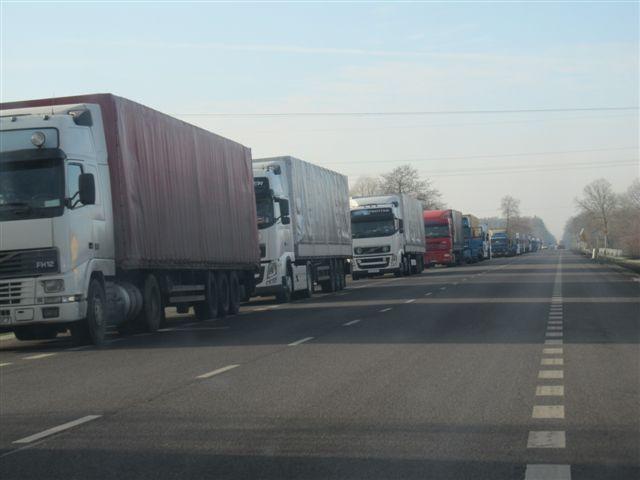 Francja: 8 migrantów, w tym 4 dzieci znaleziono w ciężarówce-chłodni w porcie w Calais