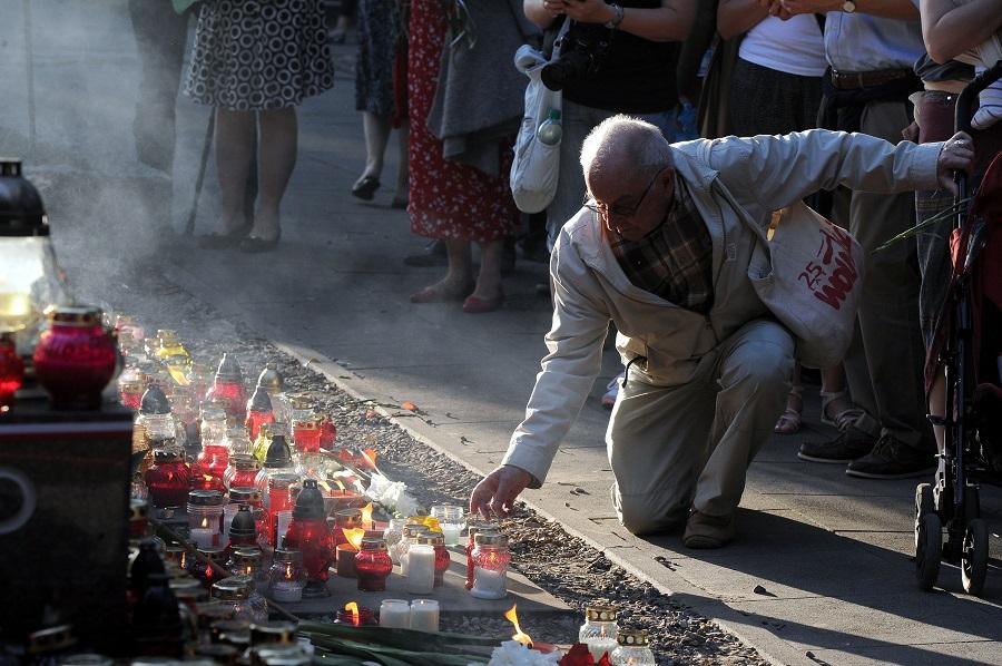 Godzina W: Warszawa i cała Polska oddają hołd Powstańcom