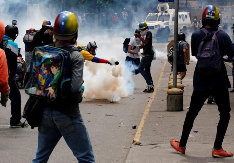 Wenezuela: Kilkadziesiąt ofiar protestów, kilkaset zatrzymanych