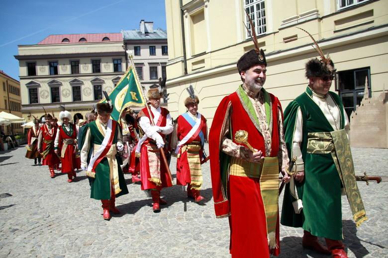 W kontuszach i z szablami przemaszerowali przez Lublin