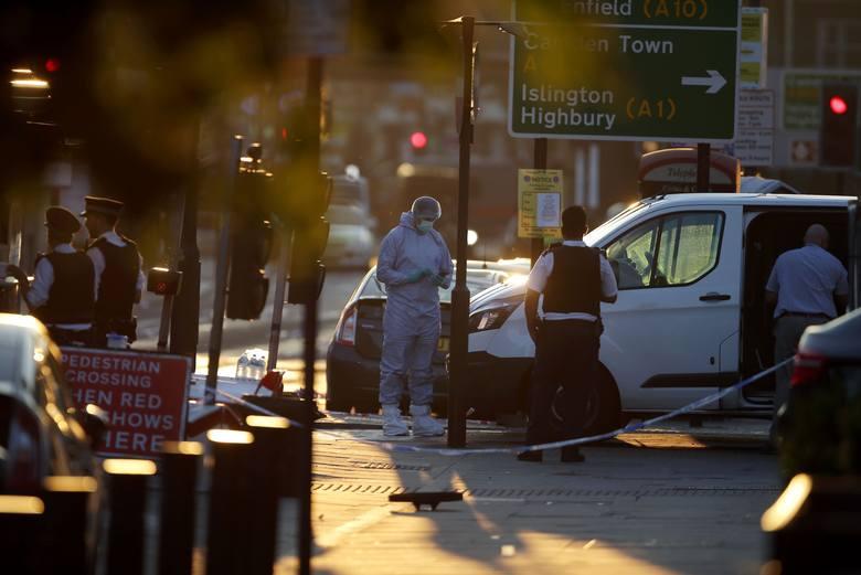 Atak w Londynie: Jedna osoba zabita i 10 rannych. Wszystkie ofiary to muzułmanie