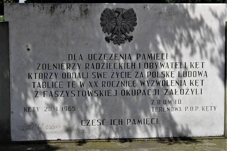 Kęty: IPN chce usunięcia cmentarnej tablicy odsłoniętej w 20 rocznicę wejścia Armii Czerwonej do Kęt