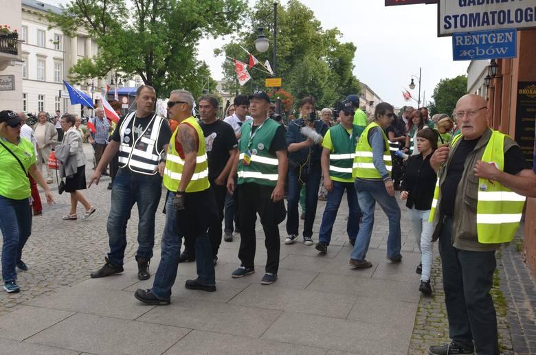 Radom – zatrzymania i odwołanie komendanta po incydencie podczas sobotniej manifestacji