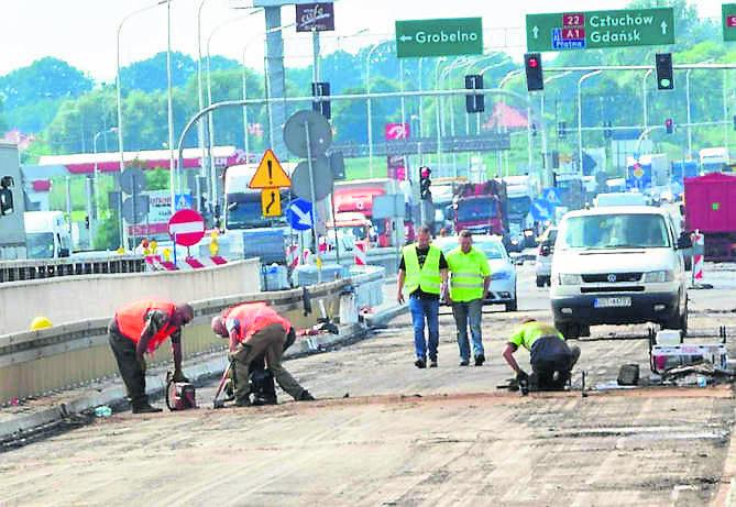 Malbork: Zamknęli most przez błąd w nawierzchni