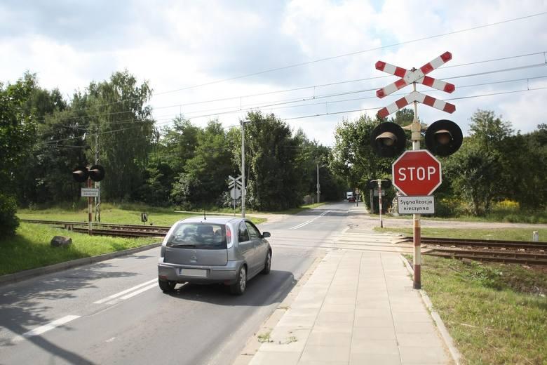 Łódzkie: PKP chce zlikwidować przejazdy kolejowe na polnych drogach